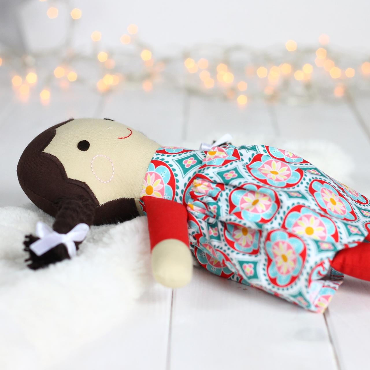 Lalka dla małej dziewczynki