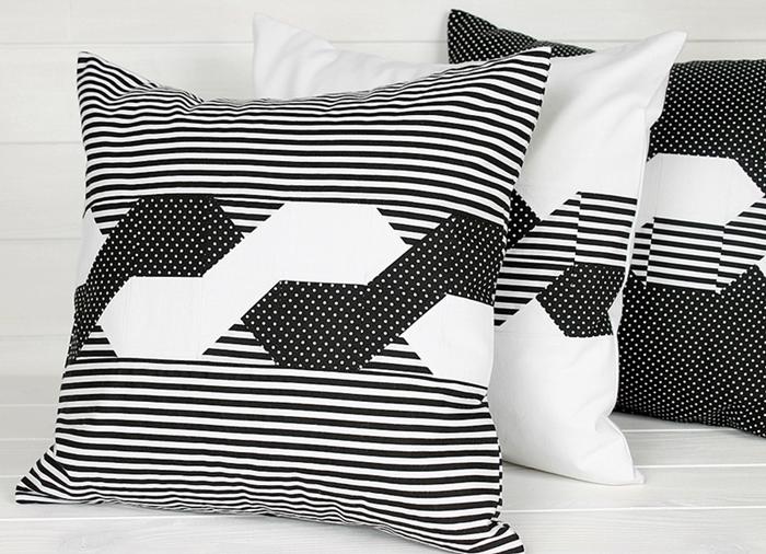 Poduszki czarno – białe