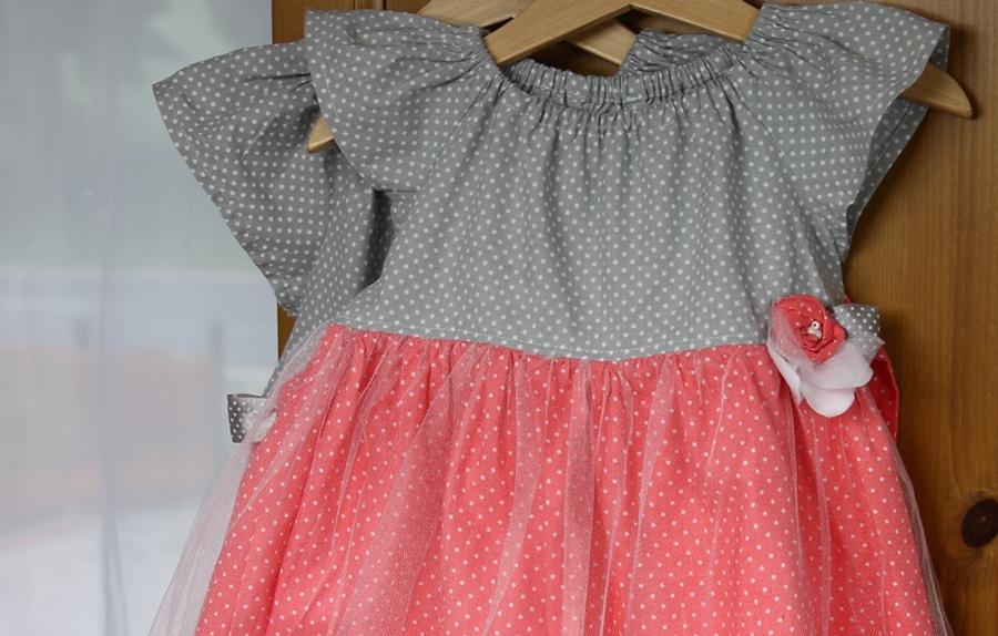 Sukienki dla dziewczynek -z tiulem i kwiatkiem