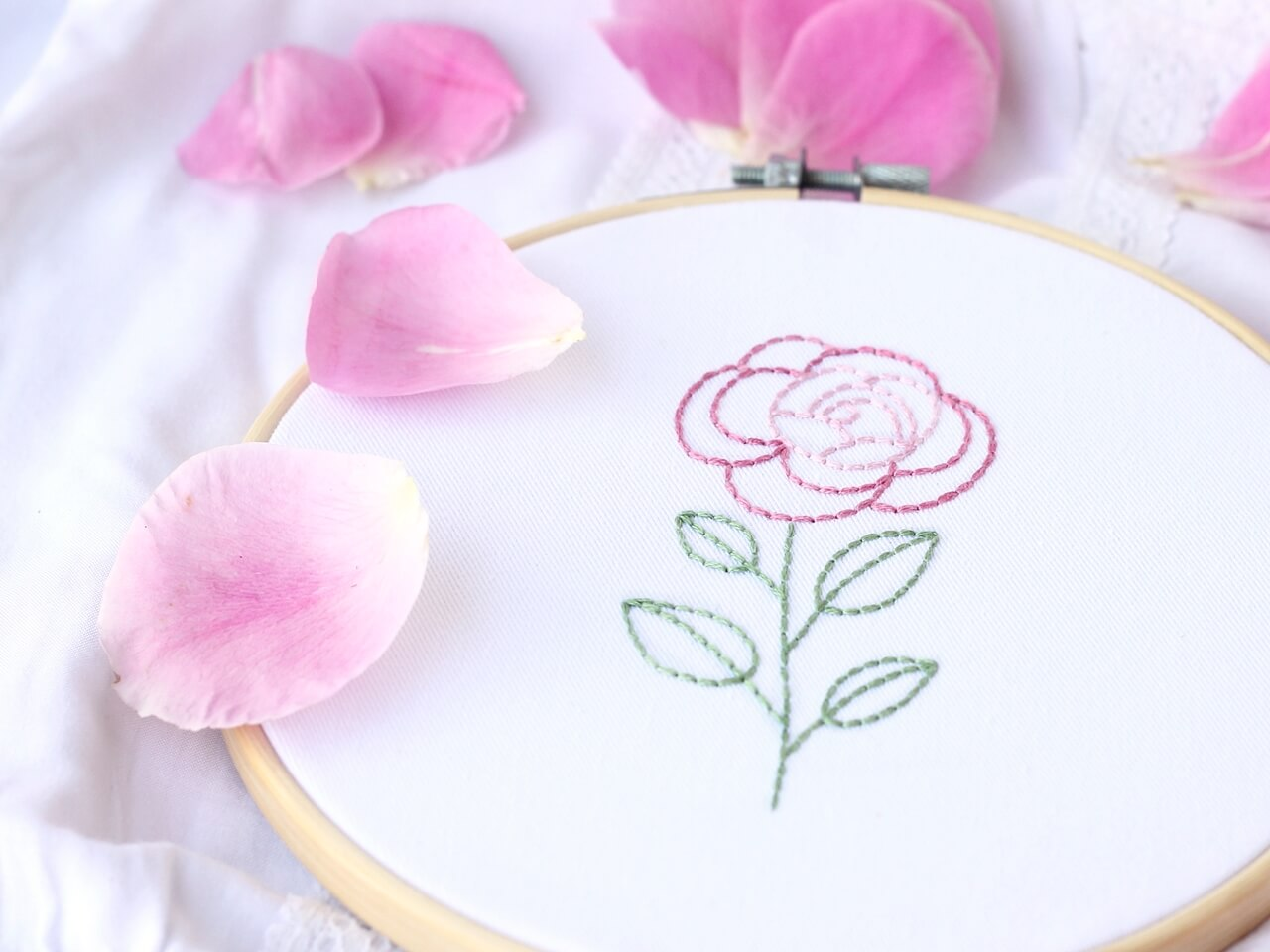 róża ścieg zaigłą